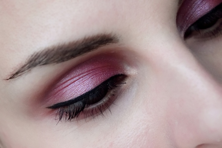 hm-eyeshadow-triple-raspberry-04-keshyoubeauty